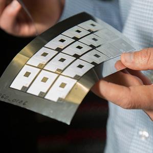 Лист с напечатанными батареями Imprint Energy