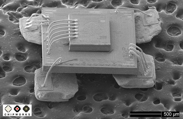 MEMS-гироскоп типичного смартфона под микроскопом