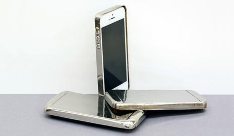 Корпус мобильного телефона из аморфного металла