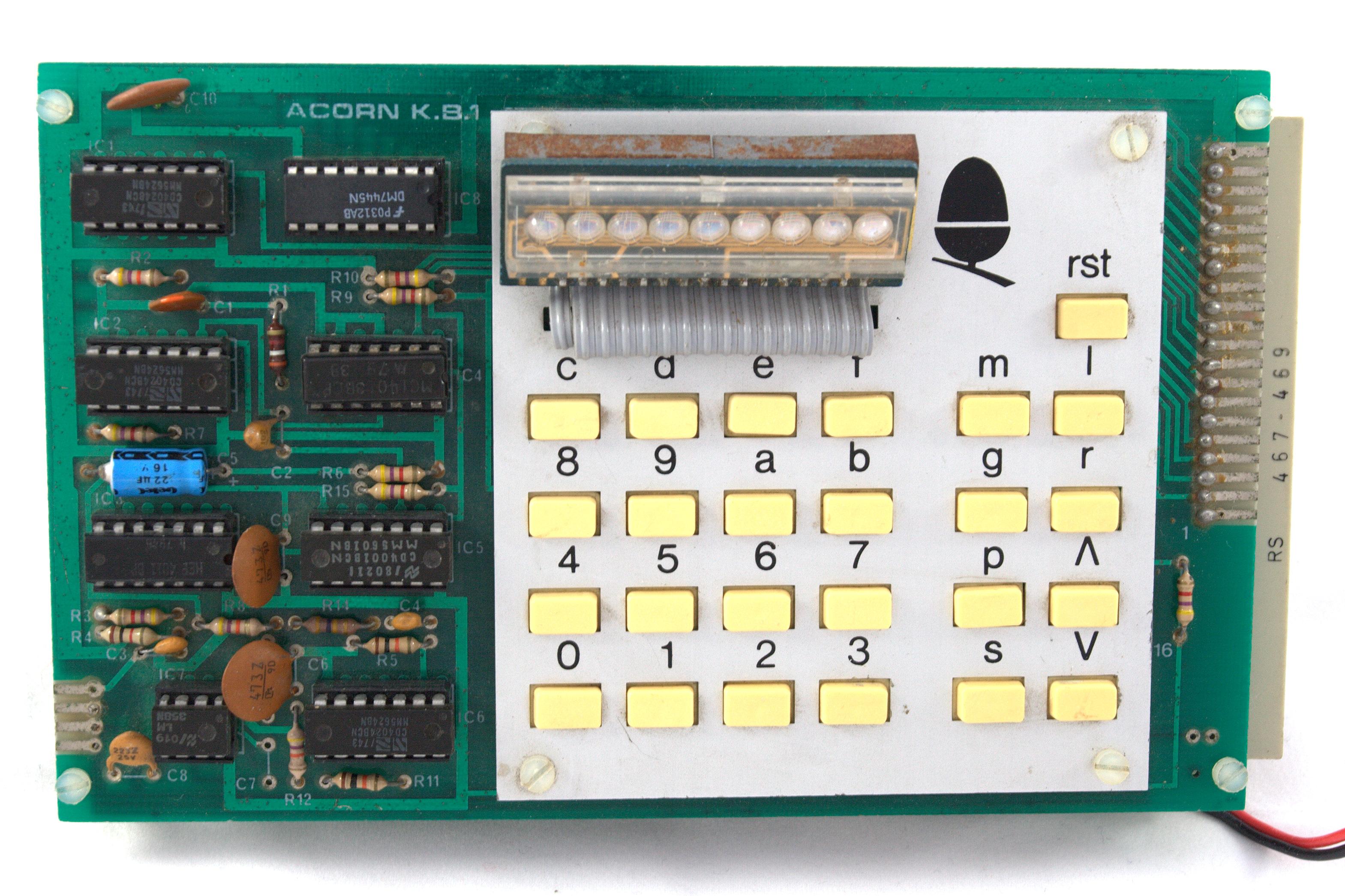 Acorn System 1 выглядел очень скромно — не сразу скажешь, что это компьютер