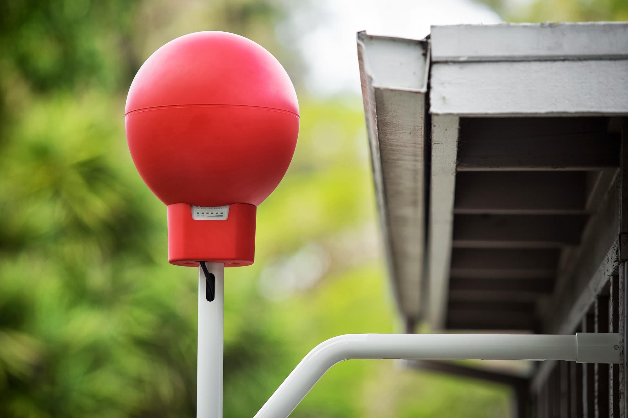 Рис. 3. Модем для выхода в интернет через воздушные шары Google Loon установлен на крыше одного из участников эксперимента
