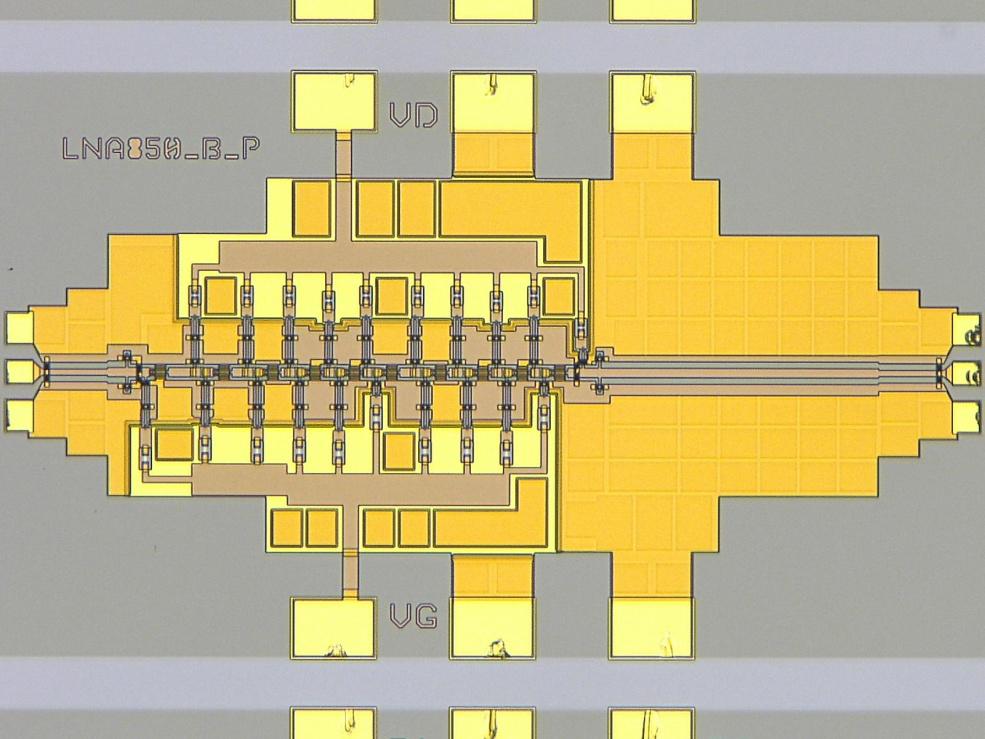 Схема электронного усилителя на 850 ГГц, предыдущего обладателя рекорда