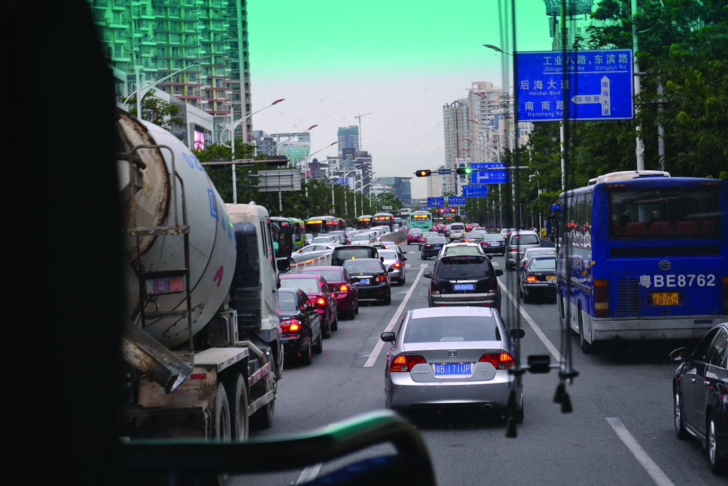 Автомобильные пробки не чужды инновационному городу_cr