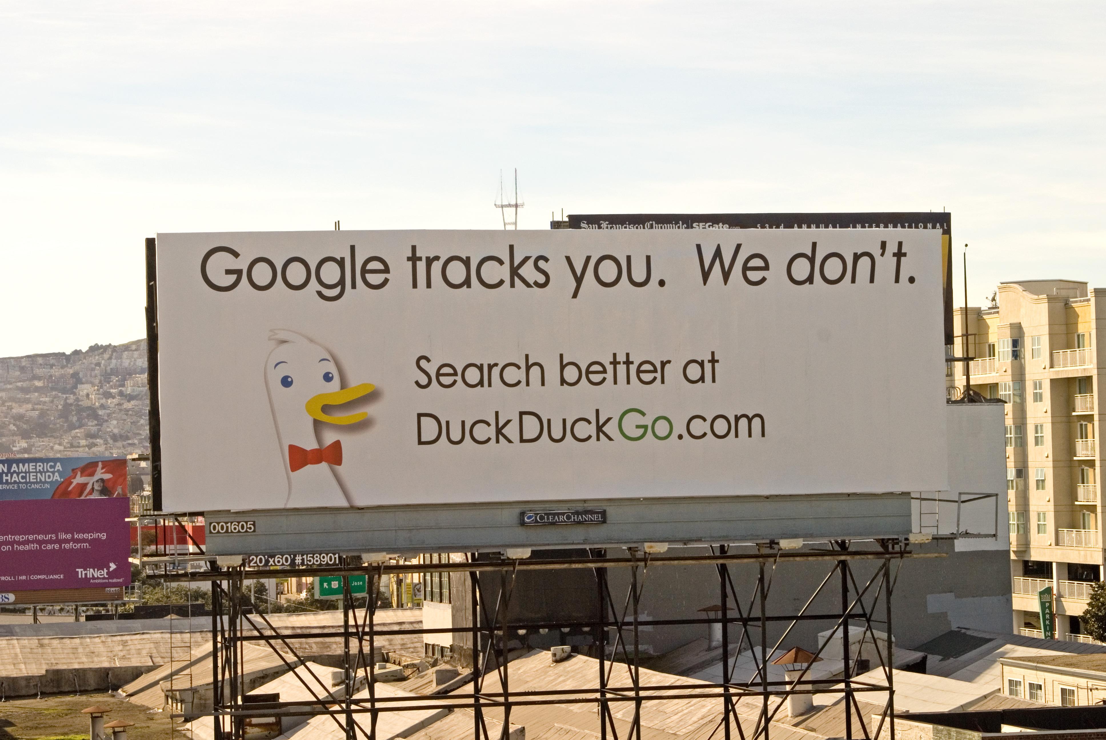 Вот так продвигал свой поисковик Вайнберг. Этот билборд висел в Сан-Франциско, и Гэбриелу это обходилось в 7 000 $ в месяц.