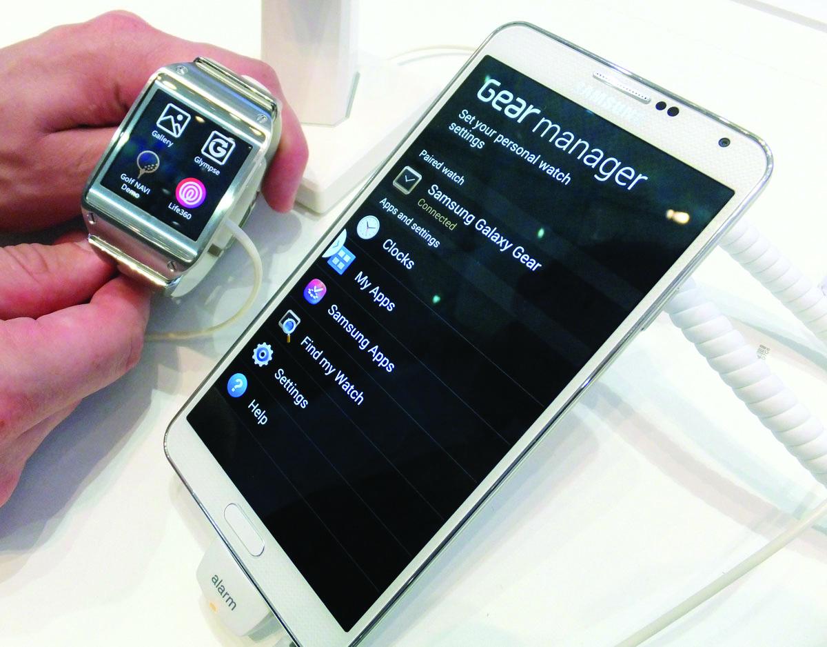 Размеры смартфонов стали настолько велики, что теперь для управления ими требуется пульт