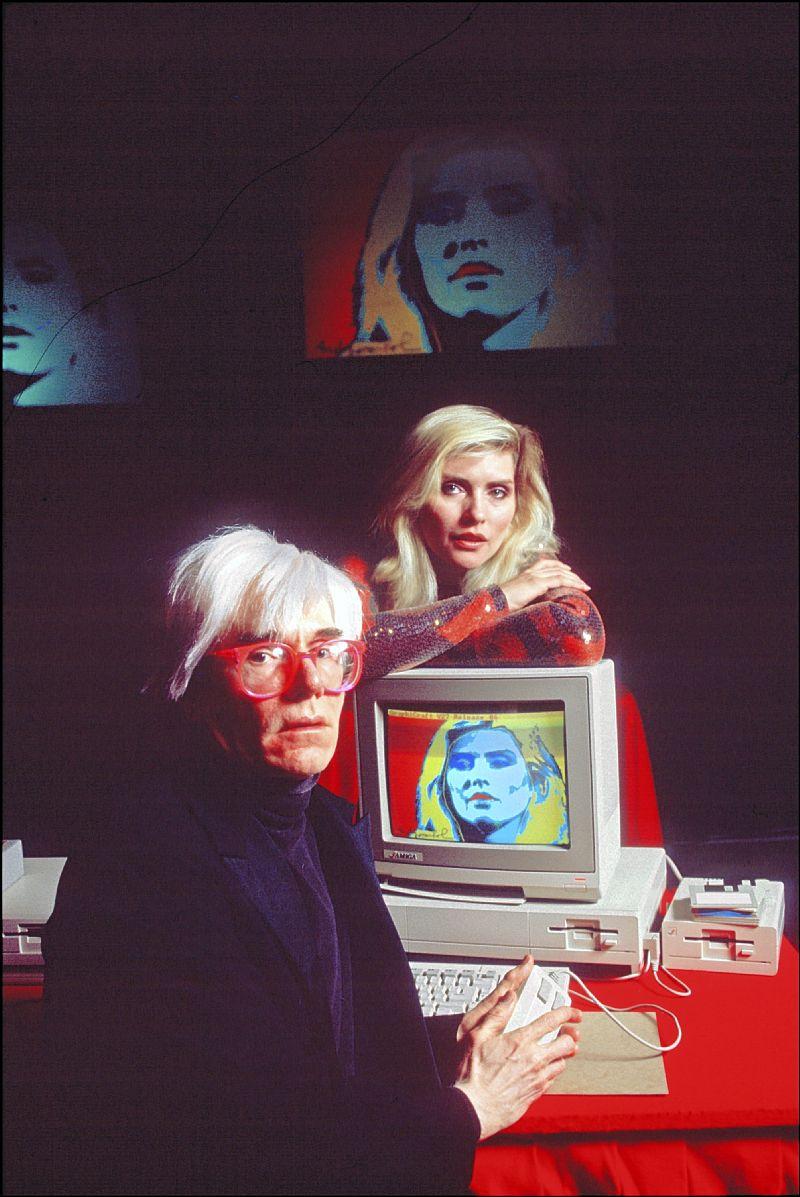 Энди Уорхол обрабатывает портрет Дебби Харри на Amiga 1000