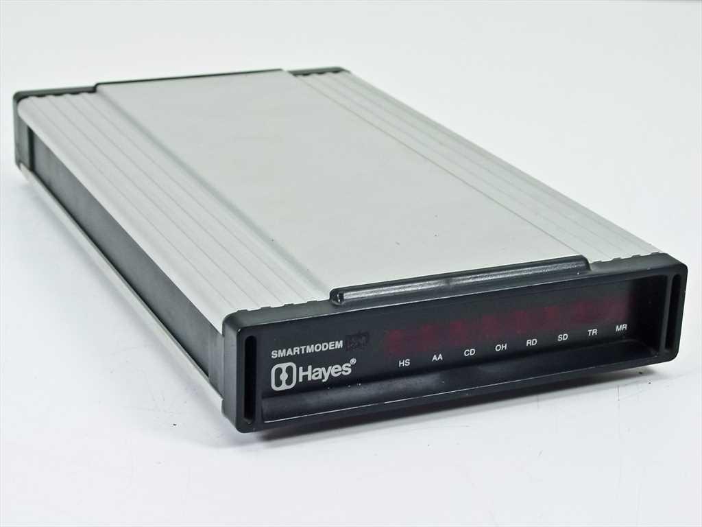 Модем Hayes Smartmodem, для которого в 1981 году была разработана система команд Hayes, развивал скорость до 300 Бод
