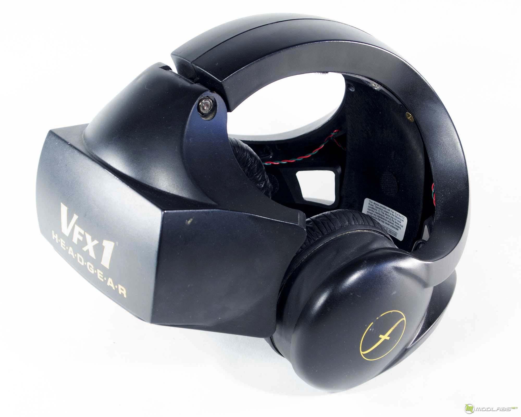 Шлем VFX1 начал продаваться в 1995 году, еще до появления настоящих трехмерных игр. Не помогли ни они, ни новая версия шлема: покупателей было маловато