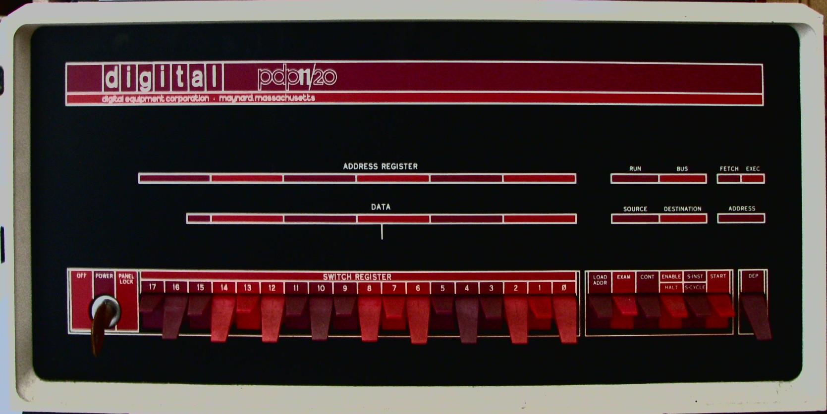 Панель управления PDP-11
