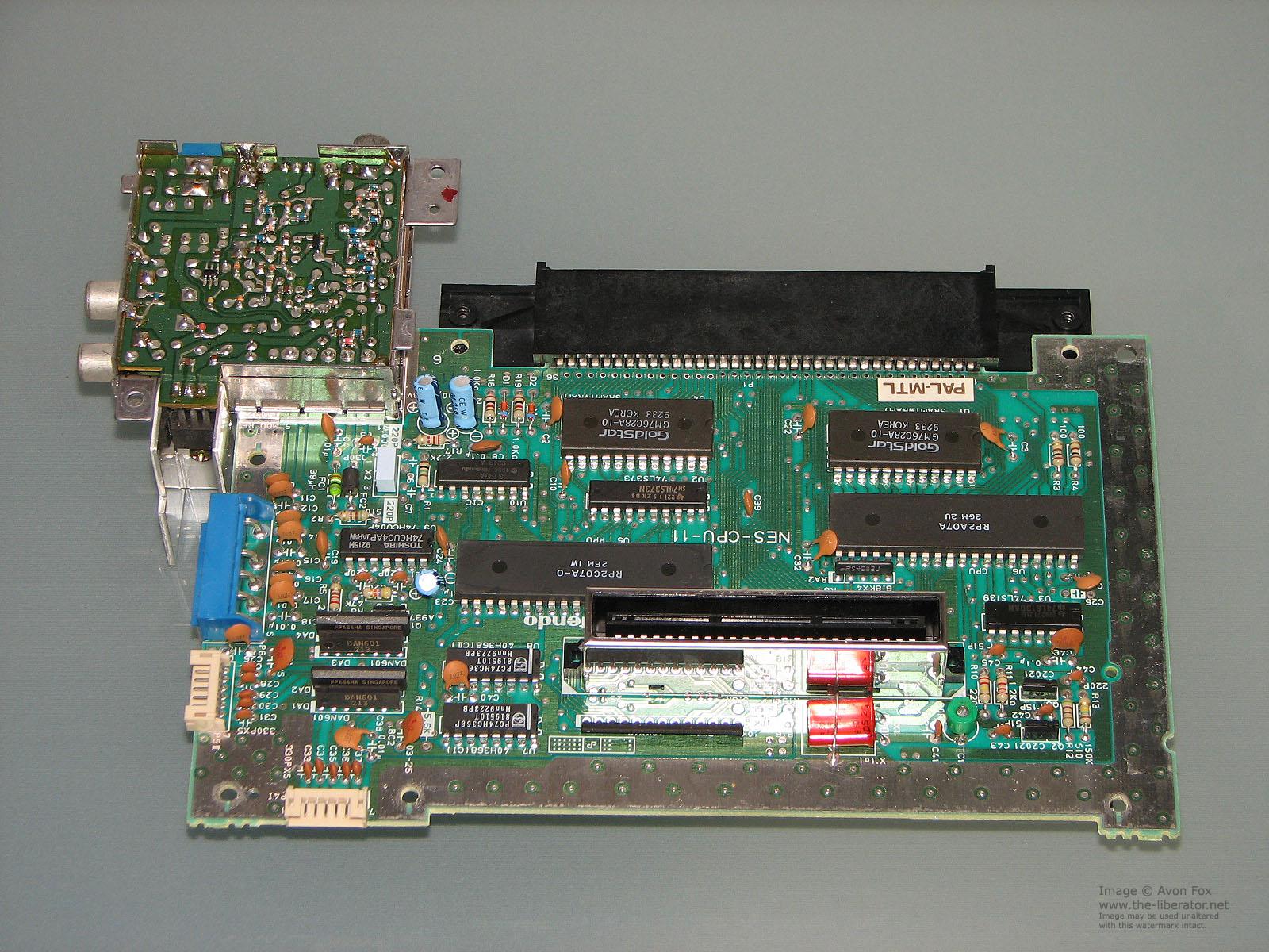 Начинка игровой приставки NES