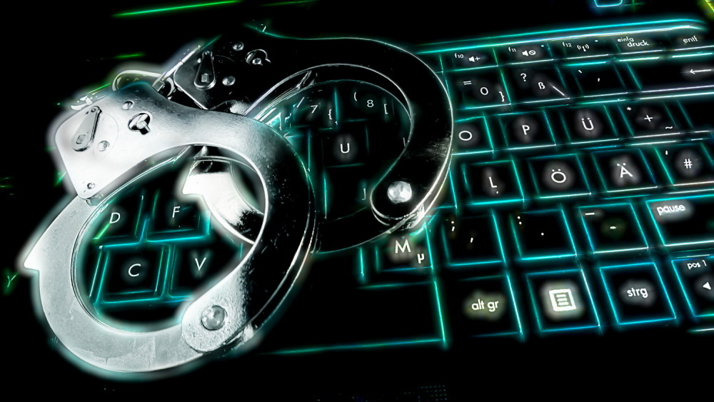 https://xakep.ru/wp-content/uploads/2015/07/handcuffs_on_keyboard-1000x563.jpg