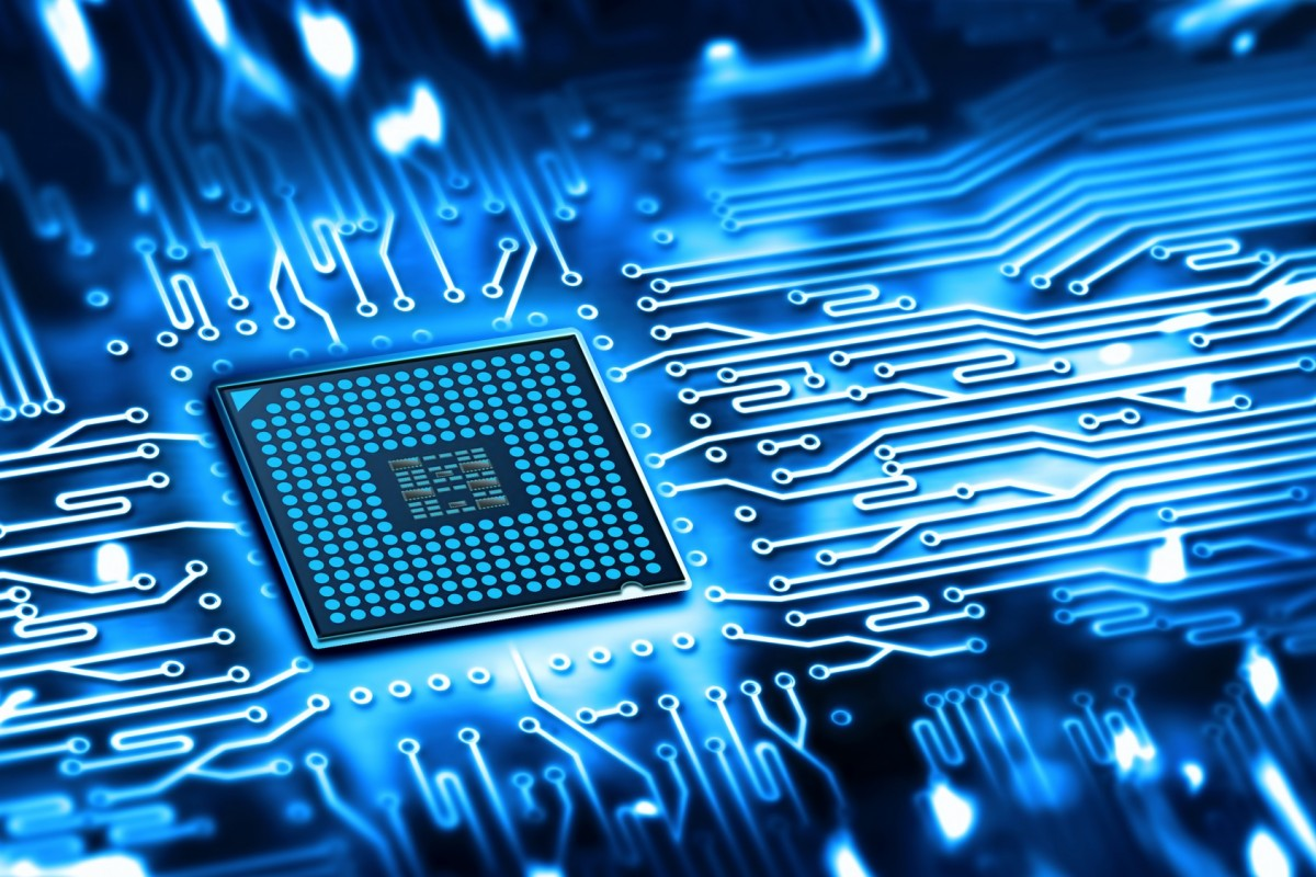a description of semiconductors the silicon chip which is a raw material used in integrated circuit