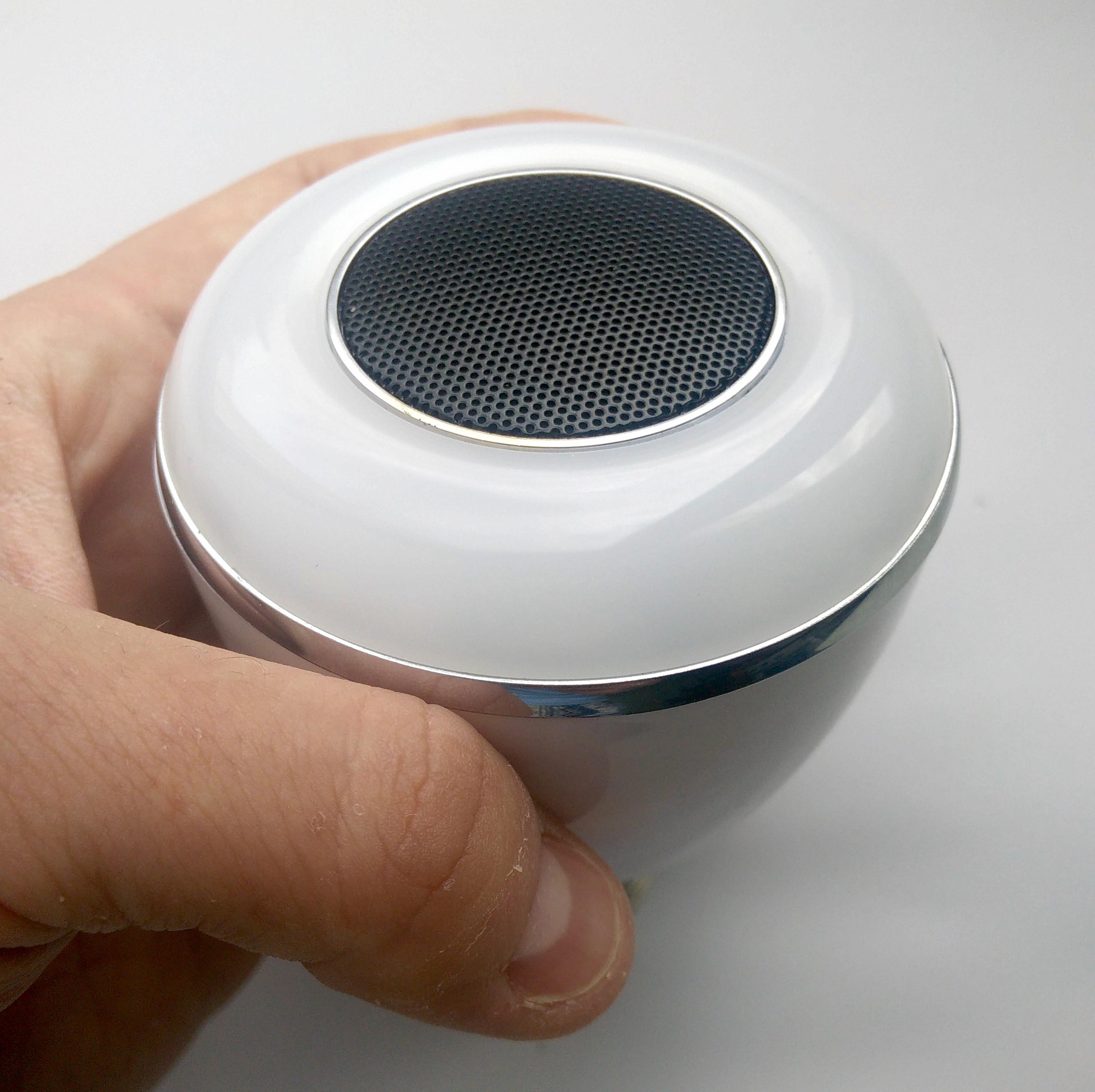 Динамик посередине, светодиоды по окружности с шагом в полсантиметра