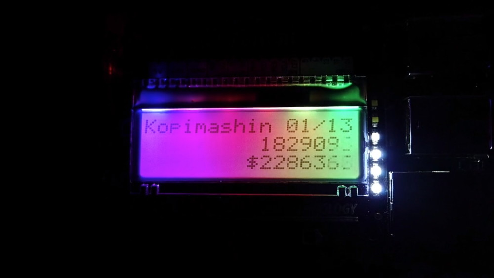 """Машинка, которая приносит убытки киноиндустрии, <a href=""""https://xakep.ru/2015/12/22/sunde-kopimashin/"""">созданная</a> сооснователем TPB Питером Сунде. Она хорошо демонстрирует, что число скачиваний пиратских копий нельзя просто взять и умножить на цену компакт-диска, чтобы подсчитать убытки"""