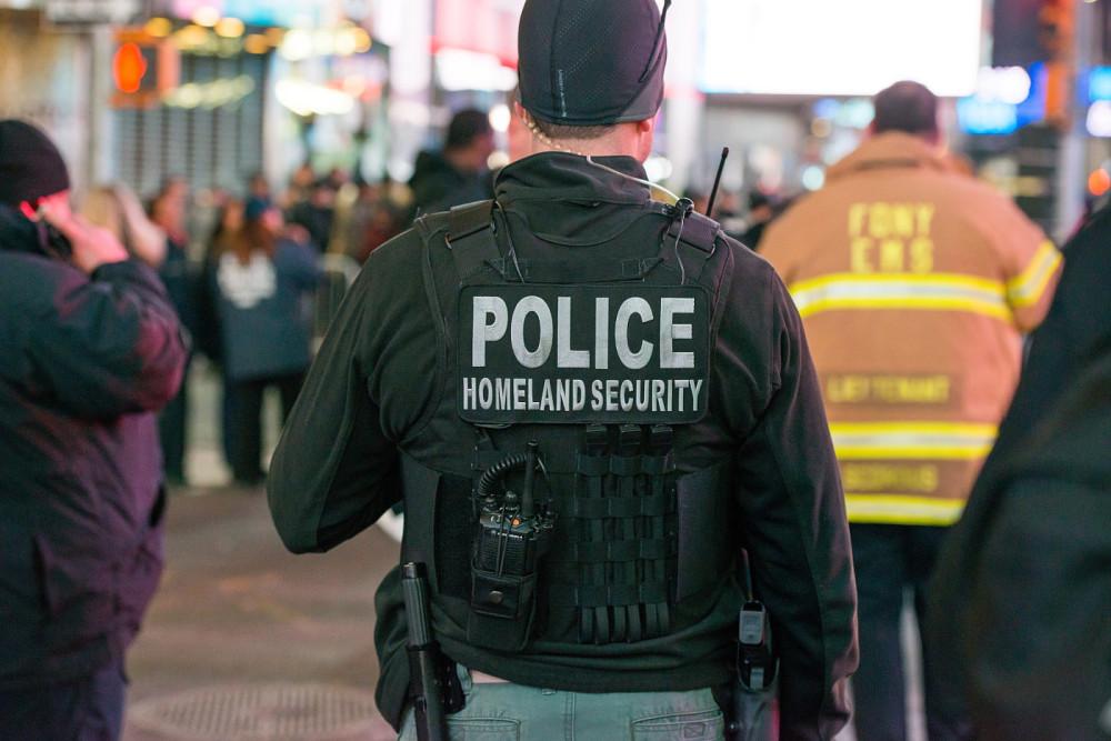 Опубликованы данные тысяч сотрудников ФБР и Министерства национальной безопасности