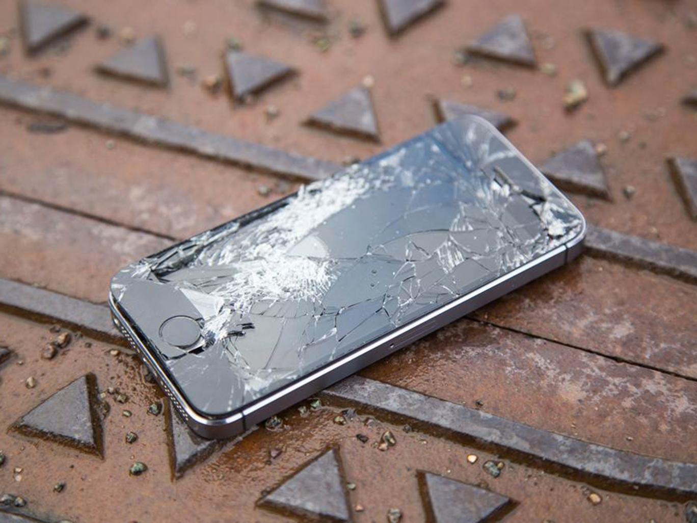 Smashed-broken-iphone