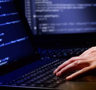 hacker-keyboard-dark-room