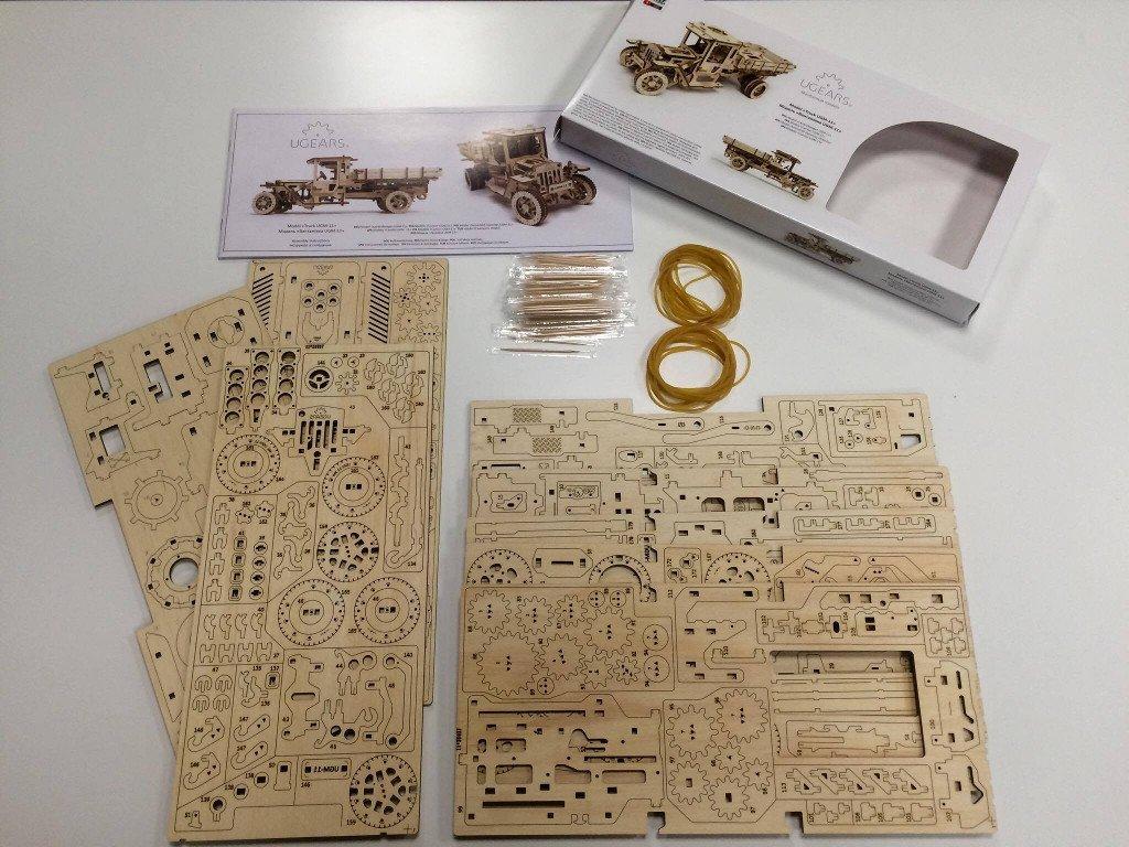 Распакованный набор конструктора Ugears