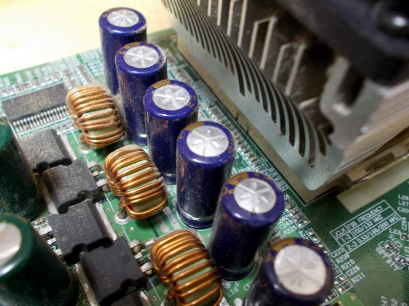 Батарея вздутых конденсаторов