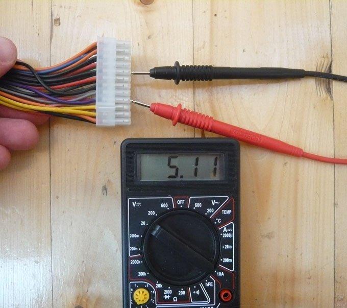 Измеряем напряжение