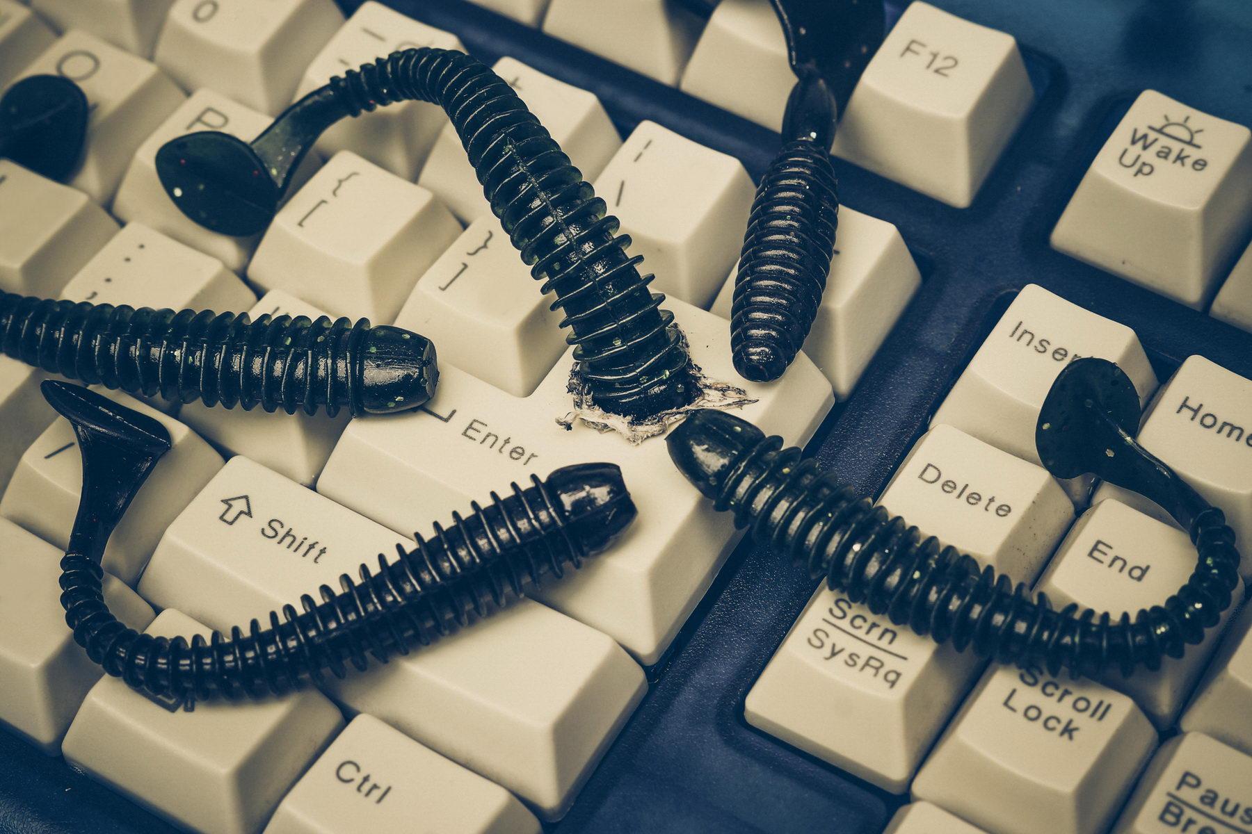 Разработчик SMB-червя EternalRocks испугался внимания и свернул все операции