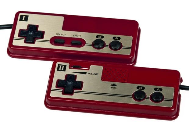 Джойстики Famicom. Фото: complex.com