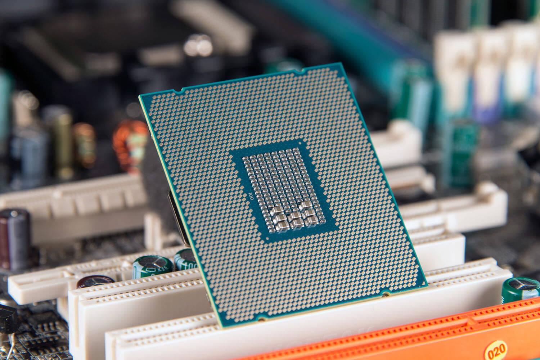 В процессорах Intel обнаружена новая критическая уязвимость