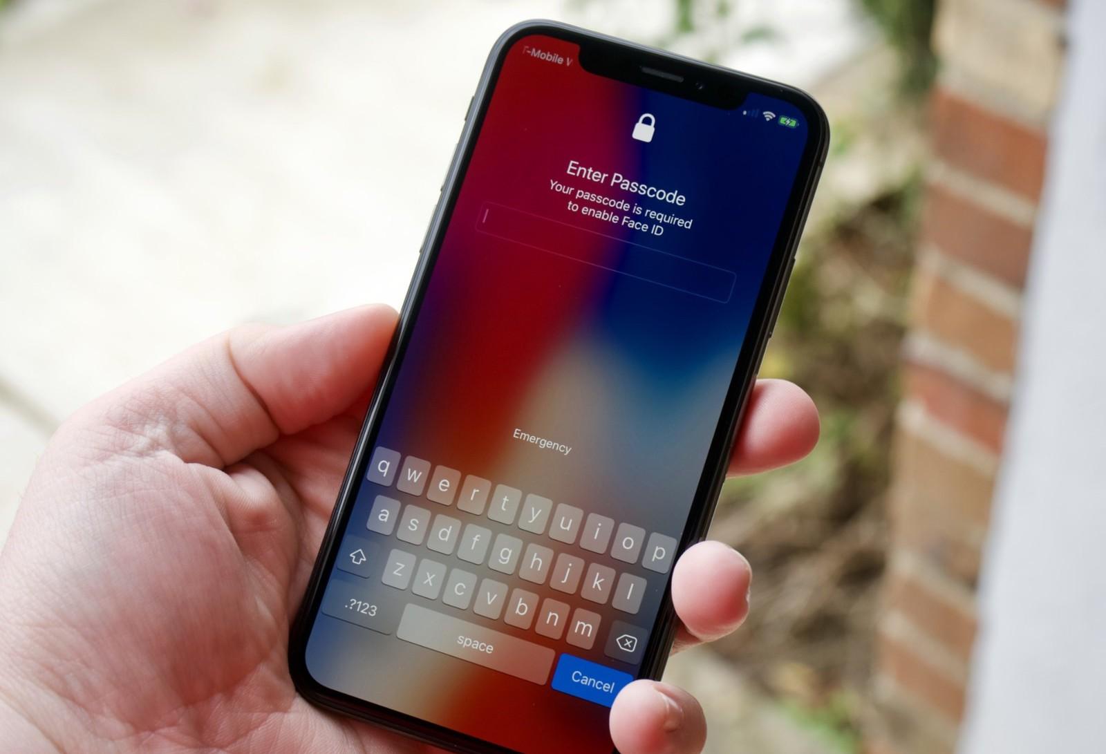 Найден способ обойти экран блокировки на iPhone с iOS 12