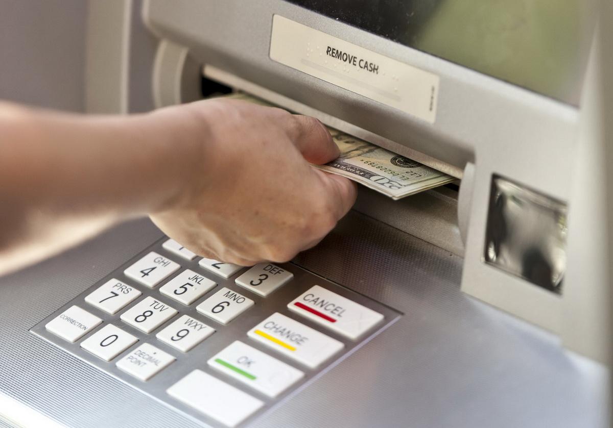 Атаки на банкоматы приносят преступникам менее 1000 евро за раз