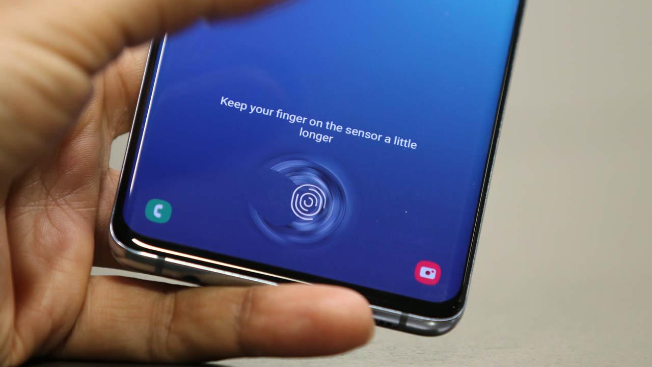 Samsung признала наличие проблемы в сканере отпечатков пальцев Galaxy S10