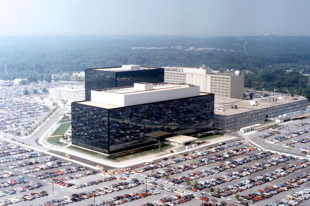 Одно из мест работы матери Сноудена — и сам он здесь тоже побывает