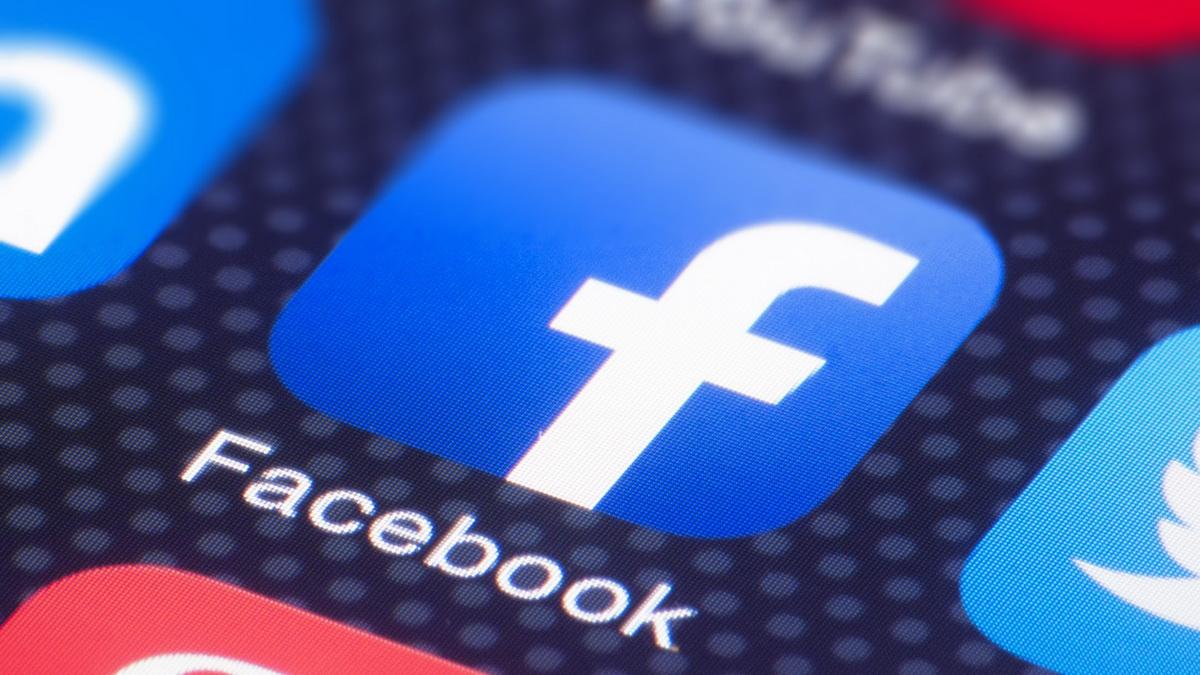 Пользователи iOS опасаются, что Facebook следит за ними через камеру