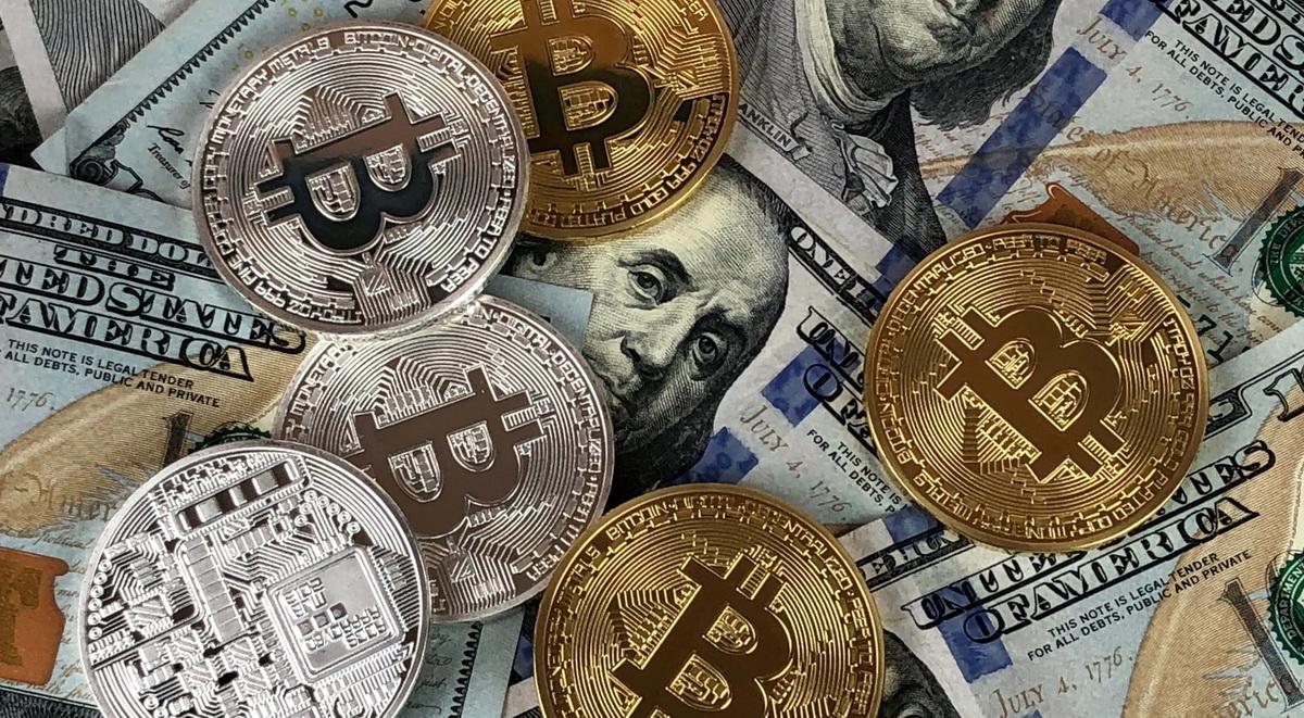 Двух россиян обвинили в краже криптовалюты на сумму 17 000 000 долларов